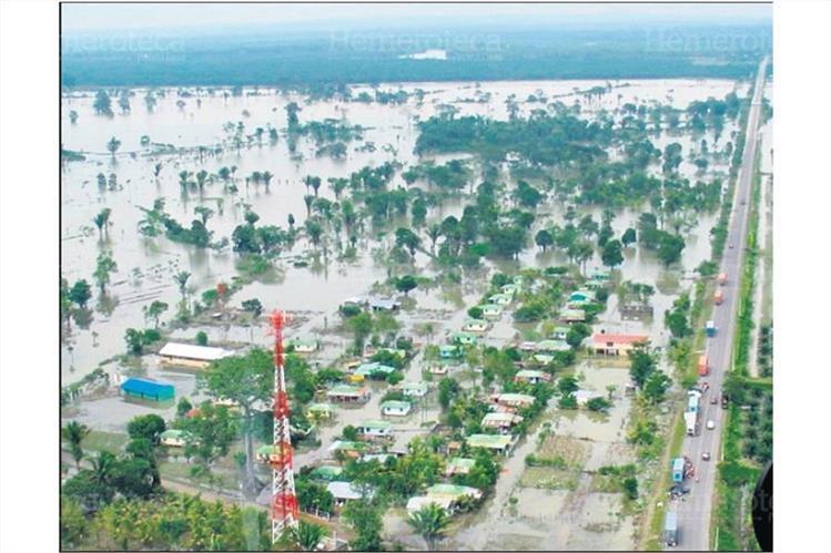 24/10/2008 La aldea Jimeritos, Puerto Barrios, Izabal, inundada por la lluvia. (Foto: Hemeroteca PL)