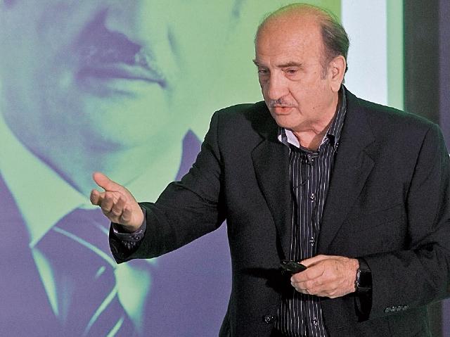Néstor Braidot experto en neurociencia explicó como funciona el cerebro humano ante los estímulos de ventas. (Foto Prensa Libre: Esbín García)