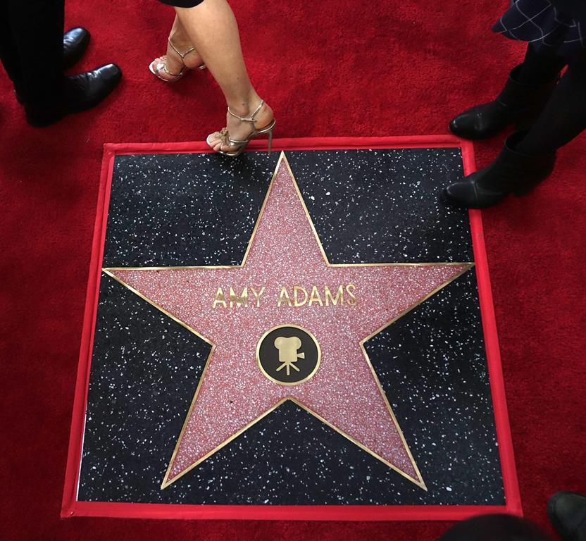 Amy Adams recibió la estrella número 2 mil 598 en la categoría de cine. (Foto Prensa Libre: EFE)