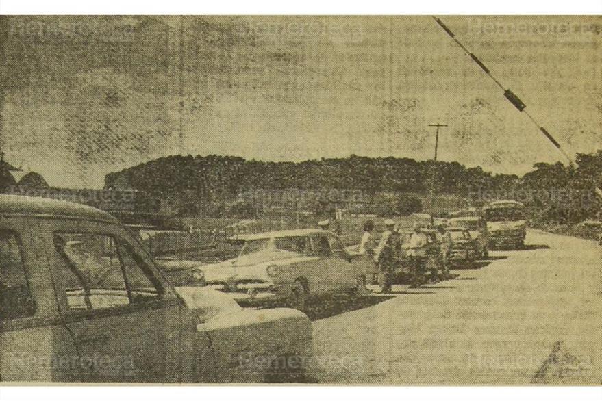 Retén en ruta al Atlántico, a principios de la década de 1960. (Foto: Hemeroteca PL)