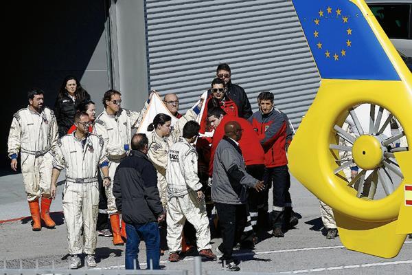 Fernando Alonso tuvo que ser evacuado en helicóptero tras su accidente. (Foto Prensa Libre: AFP)