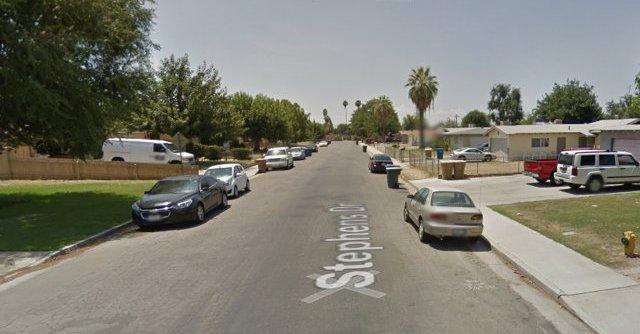 Vista del vecindario donde ocurrió la balacera en Bakersfield, California. (Foto: @sandyhook).