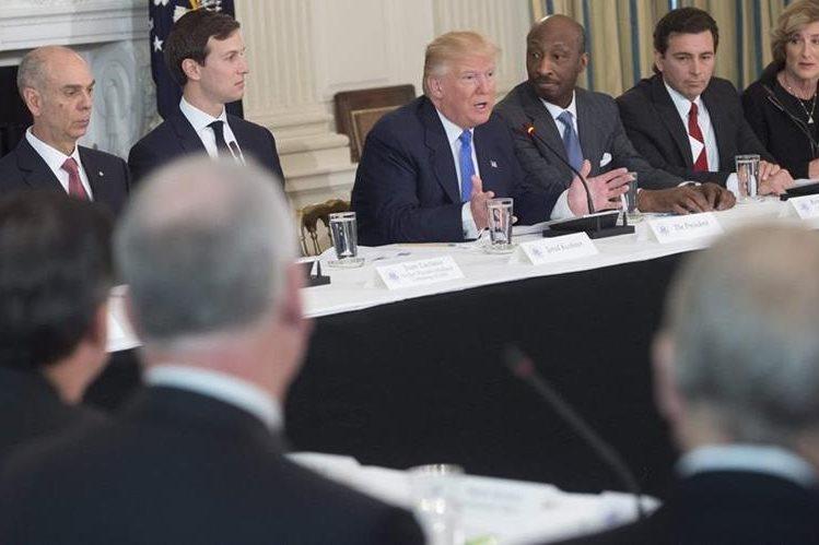 Trump habla durante una reunión en la Casa Blanca en Washington.(Foto Prensa Libre:AFP).