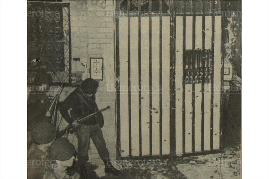 Porton principal de la residencia ubicada en la 4 calle 7-65  zona 2 donde se encontró el reducto subversivo. ( Foto: Hemeroteca PL)