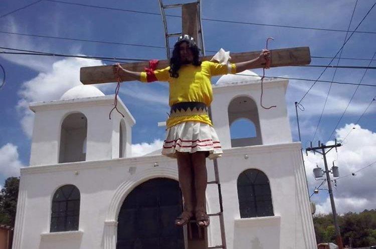 Selvin Estuardo Reyes de León, en vida, participa en un acto de Semana Santa. (Foto Prensa Libre: Cortesía)
