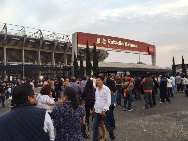 El público abarrota el Estadio Azteca para el concierto de Vicente Fernández. (Foto Prensa Libre: @_VicenteFdez)