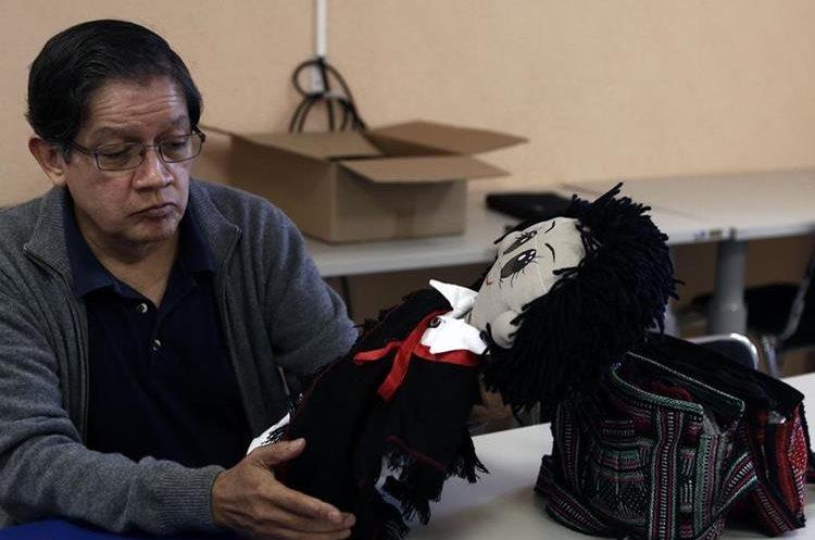 Los muñecos integrados con robot visten trajes tradicionales de México. (Foto Prensa Libre: EFE)