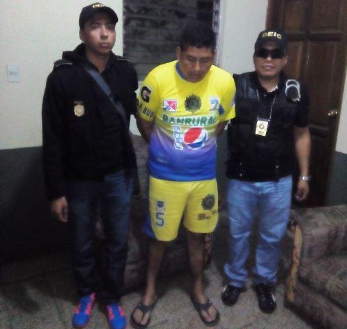 Henry Asaildo Vásquez, agente de la PNC, fue detenido en la Comisaría 33 de Suchitepéquez, en seguimiento a la Operación Contra el Sicariato. (Foto Prensa Libre: PNC)
