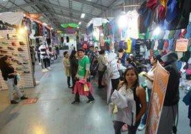 Vestuario y juguetes es de lo más visto en los bazares de Interfer 2016, en el Parque de la Industria. (Foto Prensa Libre: Álvaro Interiano)