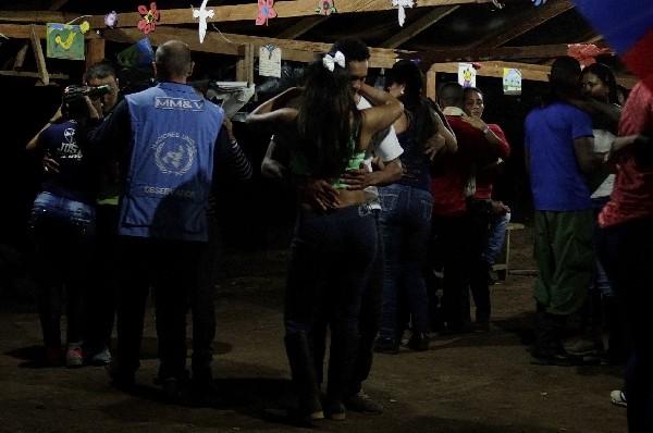 Grupo de guerrilleros de las Farc durante una fiesta de fin de año.(EFE).