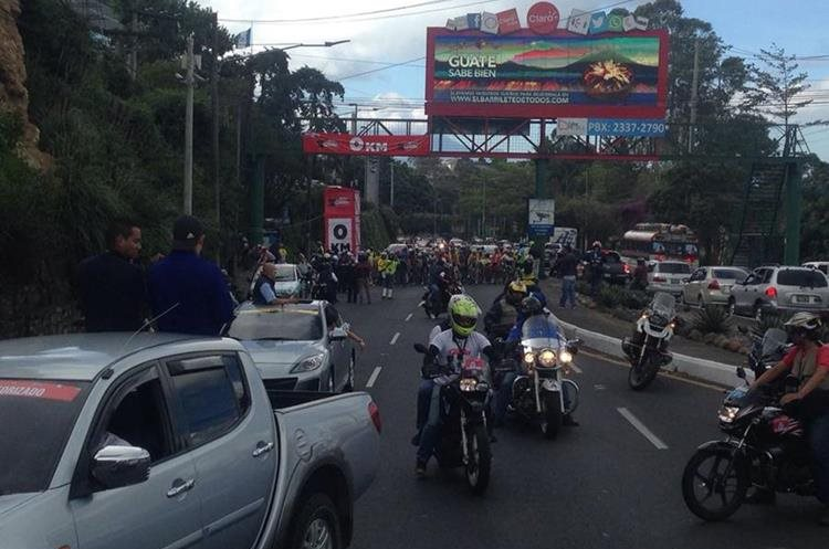 Las calles y avenidas de Guatemala se engalanan con el paso de los ciclistas.