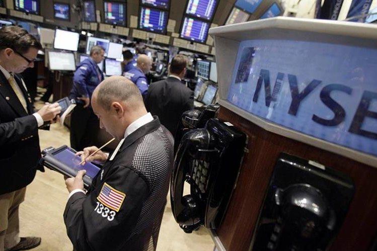 Fue la segunda peor jornada en el mercado en lo que va del año, en el que se han visto pocos declives de gran envergadura. (Foto Prensa Libre: AP)