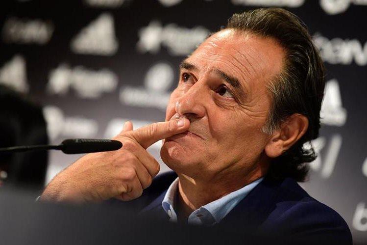 Prandelli buscará enderezar el camino del Valencia en La Liga. (Foto Prensa Libre: AFP)