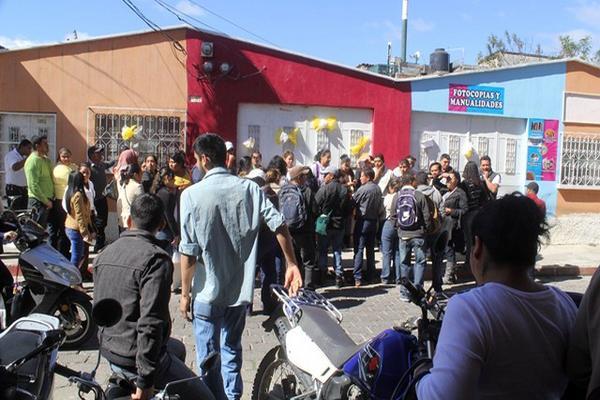 <p>Los maestros exigen contratos. (Foto Prensa Libre: Hugo Oliva)</p>