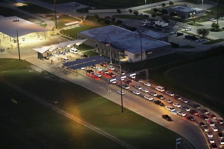 Quienes demanden asilo lo deben hacer en forma ordenada por los ingresos legales a Estados Unidos, advierte el gobierno de Trump. Frontera en Mission, Texas. (Foto Prensa Libre: AFP)