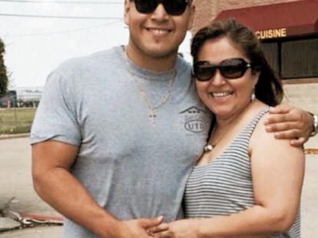 Kenny Quintana, junto  a su madre Margarita, migraron hace 22 años  a Estados Unidos. Salieron de la  capital, y ahora residen en Dallas, Texas.