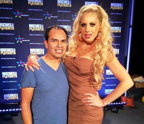 García, junto  a Lorena Herrera, cantante y actriz mexicana. (Foto Prensa Libre: cortesía Carlos García)