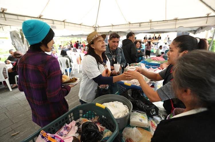 Unas dos mil personas asistieron al Festival del Tamal Entamal Arte 2017 que se llevó a cabo en el Parque San Sebastián. (Foto Prensa Libre: Esbín García)