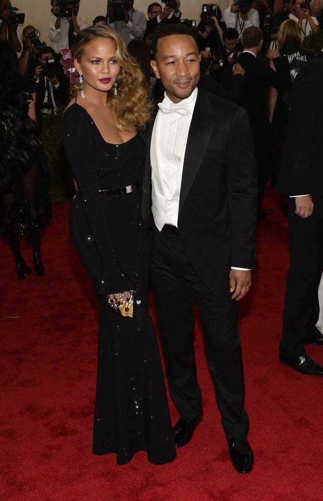 La modelo y presentadora Chrissy Teigen y el músico John Legend serán padres por primera vez en 2016. (Foto Prensa Libre: EFE)