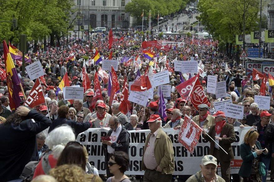 Miles protestaron en Madrid a la marcha convocada por los dos principales sindicatos del país. (Foto Prensa Libre: AFP).