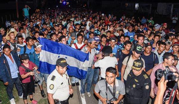 Una nueva caravana partió de Honduras días después de la primera que salió el pasado 13 de octubre con el objetivo de llegar a Estados Unidos. (Foto Prensa Libre: AFP)