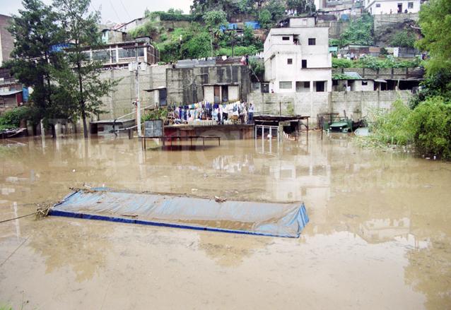 Zonas de la periferia de la capital quedaron anegadas por la cantidad de lluvia que cayó por la depresión tropical. (Foto: Hemeroteca PL)