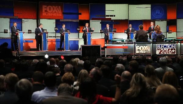 Los precandidatos republicanos presidenciales participan en el debate en North Charleston.