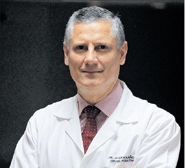 Javier Bolaños, cirujano pediatra que labora desde hace 29 años en el Hospital Roosevelt, asegura que lo más importante en su vida es Dios, su familia y el trabajo. (Foto Prensa Libre: Hemeroteca PL)