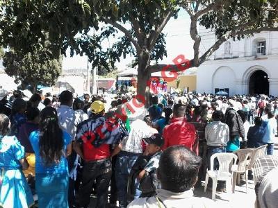 Pobladores de Jalapa celebran con marcha resolución de la CC que avala consulta comunitaria contra la minería (Foto Prensa Libre: Hugo Oliva)