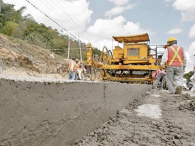 el monto recuperado por la SAT permitiría, por ejemplo, construir 1 mil 400 kilómetros de carreteras asfaltadas.