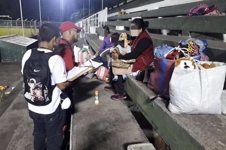 Personal de la Cruz Roja Guatemalteca brindaron apoyo psicosocial a las personas.