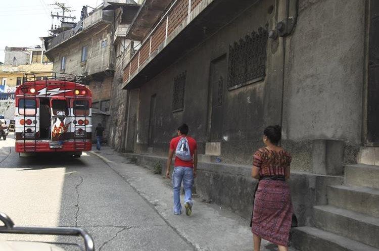 En San Juan Sacatepéquez, la contaminación por humo es tan grande que varias casas han cambiado de color. (Foto Prensa Libre: Carlos Hernández Ovalle)