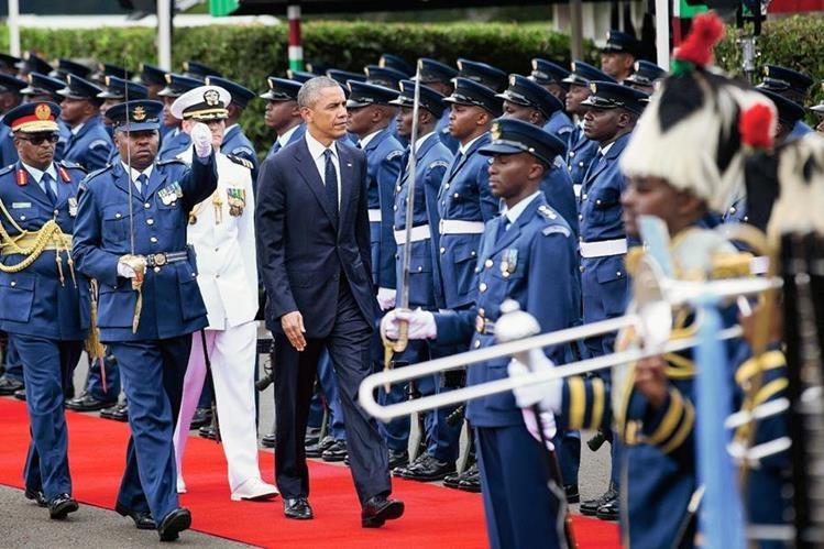 El presidente estadounidense, Barack Obama sereúne con el presidente de Kenia, Uhuru Kenyatta.(Foto Prensa Libre:AP)