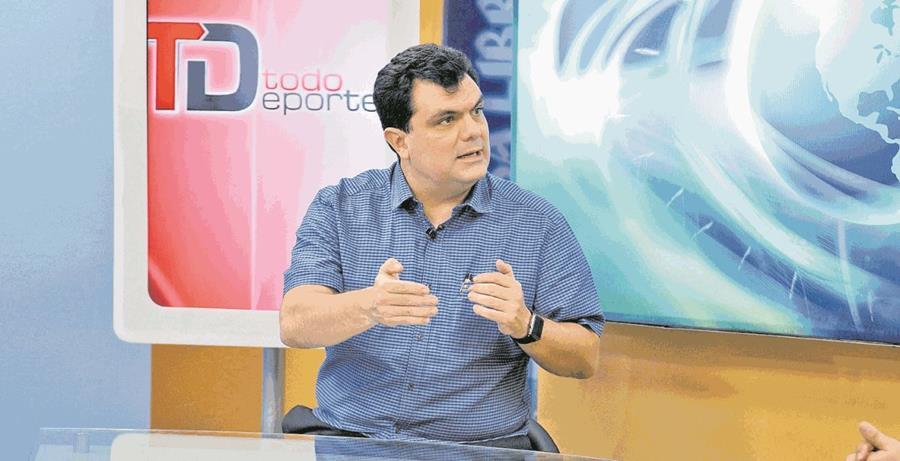 El empresario Gerardo Paiz desde hace tres años está trabajando para llegar a la presidencia de la Fedefut, a la que la Fifa abandonó el miércoles pasado, por no haber adoptado todavía la reforma estatutaria, que sigue en manos de la CDAG (Foto Prensa Libre: Hemeroteca PL)
