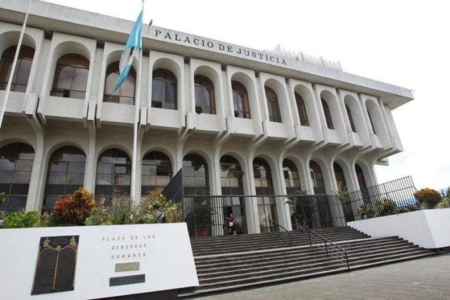 La CSJ aprobó una compensación pecuniaria para jueces, por Q150 mil. (Foto Prensa Libre: Hemeroteca PL)