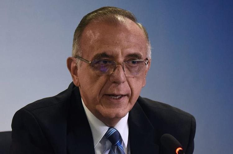 Iván Velásquez, director de Cicig, explica los casos de financiamiento electoral anónimo. (Foto Prensa Libre: AFP)