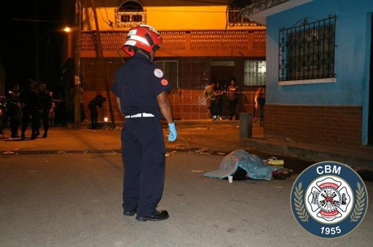 Lugar donde ocurrió el ataque armado en la colonia La Brigada, zona 7 de Mixco. (Foto Prensa Libre: Bomberos Municipales).