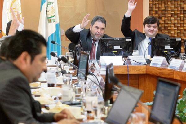 Los comisionados programaron ayer tres sesiones para finalizar selección de directores.