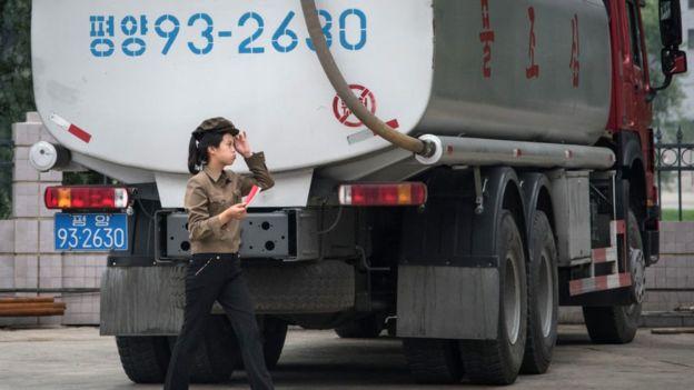 China detalló que sus restricciones a los productos refinados de petróleo para Corea del Norte se aplicarán a partir del 1 de octubre, y al gas natural licuado, inmediatamente. GETTY IMAGES