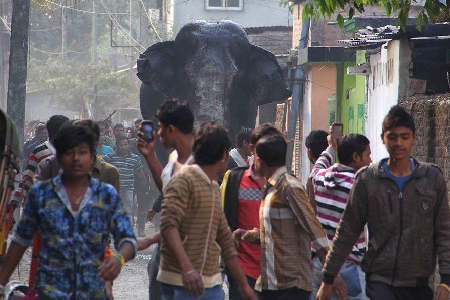 Un elefante causó pánico en una ciudad de la India. (Foto Prensa Libre: AP)