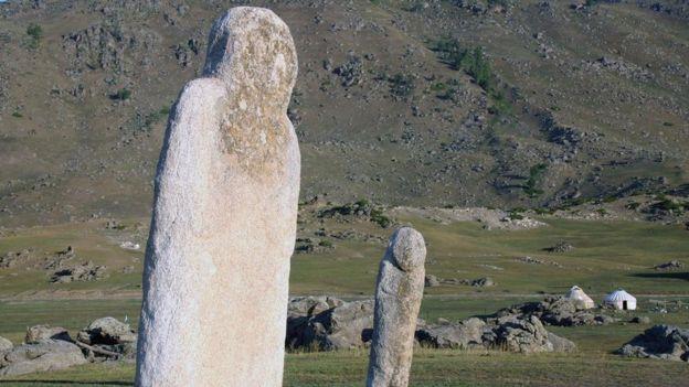 Los monolitos gigantes recuerdan las ceremonias religiosas llevadas a cabo aquí por Gengis Kan. JAMES MICHAEL DORSEY