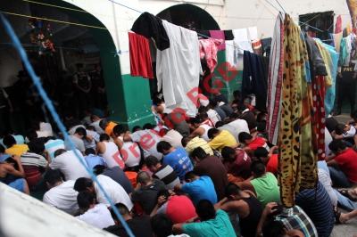 Agentes de  la policía nacional civil (PNC) y  Ministerio Público ingresaron a la cárcel  preventiva  para hombres. (Foto Prensa Libre: Rolando Miranda)
