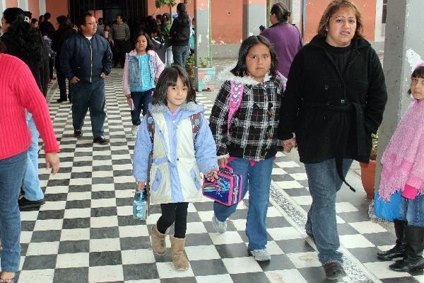 Autoridades de Salud y médicos recomiendan que  los niños sean bien abrigados.