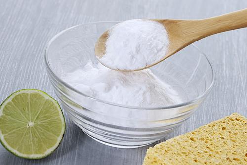 El bicarbonato de sodio tiene propiedades exfoliantes y de restauración.