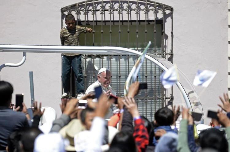Pope Francis smiles from the popemobile upon arrival at San Cristobal de las Casas, in Chiapas, on February 15, 2016. Pope Francis asked Mexico