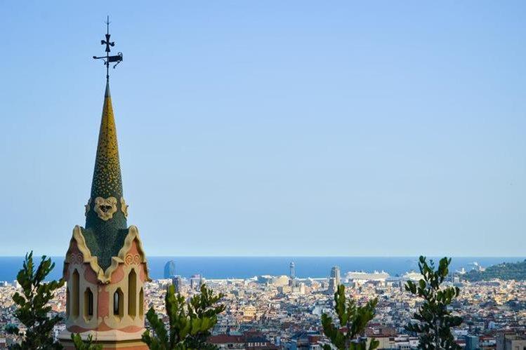 Atardecer barcelonés visto desde el emblemático Park Güell.