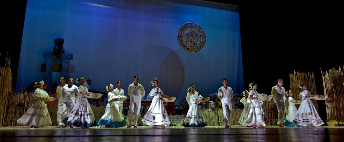 La obra lleva a escena la riqueza de lugares naturales y tradiciones de Guatemala.  (foto Prensa Libre: BMF).