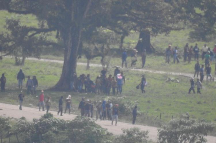 El grupo de pobladores que se opone a la hidroeléctrica está armado. (Foto Prensa Libre).