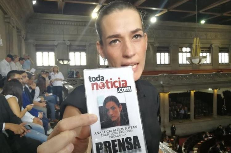 La abogada Ana Lucía Alejos ingresó al Congreso utilizando un carné de Prensa del medio TodaNoticia.com.  Según ella, es directora regional para Nicaragua.