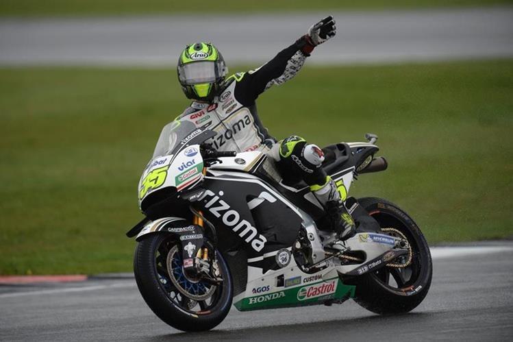 Cal Crutchlow festeja al imponerse en la Pole del GP de Gran Bretaña. (Foto Prensa Libre: AFP)